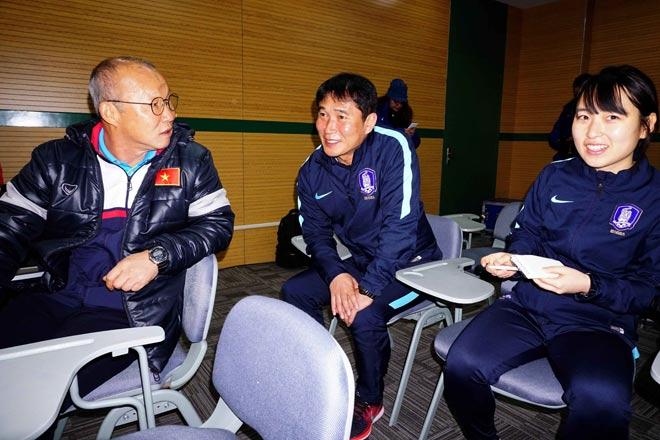 """HLV Park Hang Seo thân mật với HLV U23 Hàn Quốc trước """"đại chiến"""" - 6"""