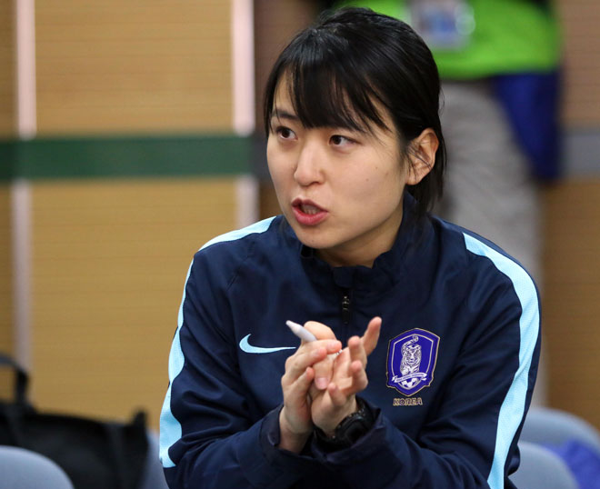 Sếp nữ xinh U23 Hàn Quốc dẫn quân đấu Công Phượng, Xuân Trường - 5