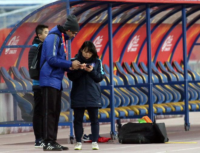 Sếp nữ xinh U23 Hàn Quốc dẫn quân đấu Công Phượng, Xuân Trường - 7