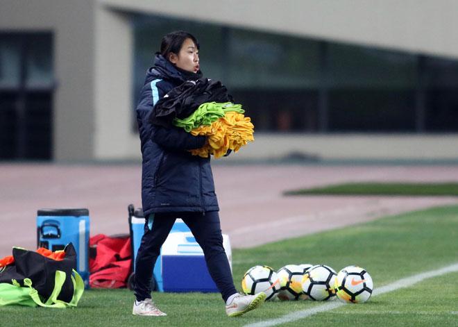 Sếp nữ xinh U23 Hàn Quốc dẫn quân đấu Công Phượng, Xuân Trường - 8