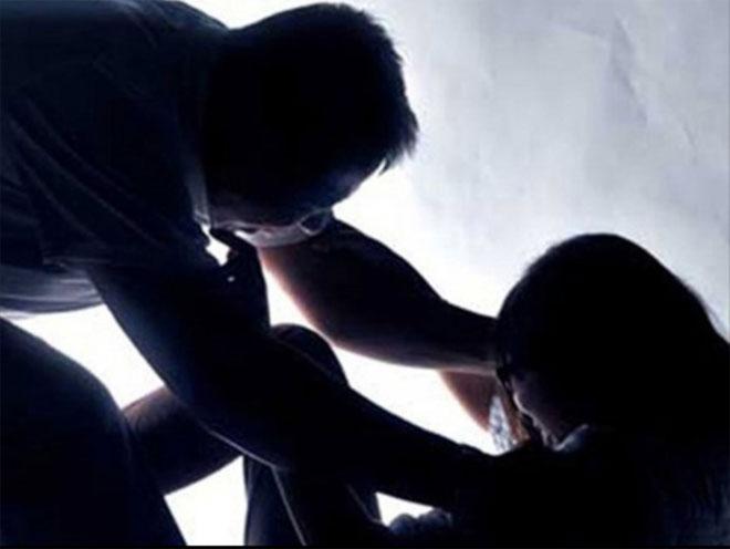 Thiếu niên 14 tuổi xâm hại con gái ông chủ