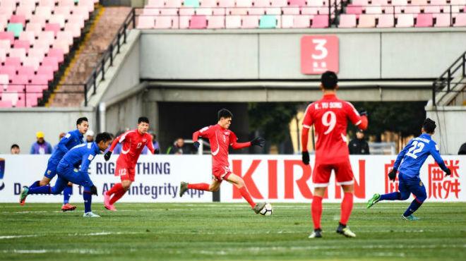 Tin nóng U23 châu Á 10/1: Thái Lan ôm hận, cựu vương Iraq đại thắng Malaysia - 1