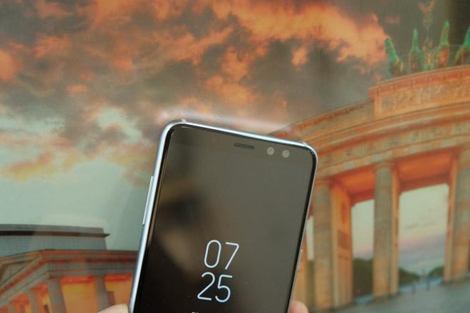 """""""Đánh giá bộ đôi Galaxy A8, A8+ chính hãng tại Việt Nam"""" - 3"""