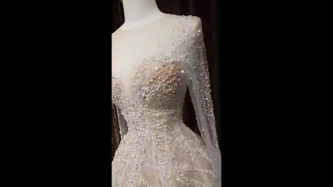 """10 bộ váy cưới đắt giật mình của """"mỹ nữ Vũng Tàu đi xe 70 tỷ"""""""