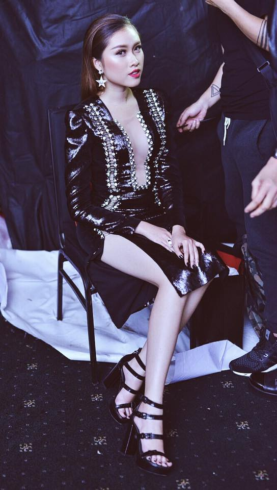 Gu mặc gợi cảm của nữ MC nóng bỏng nhất VTV từng thi hoa hậu - 11