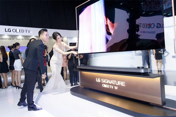 Năm 2018 - LG tiếp tục dẫn đầu thị trường TV OLED siêu mỏng