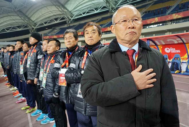 U23 Việt Nam: HLV Park Hang Seo & 2 lần đặt tay lên trái tim 2