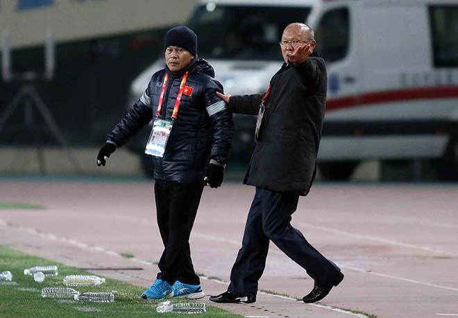 U23 Việt Nam: HLV Park Hang Seo & 2 lần đặt tay lên trái tim 9