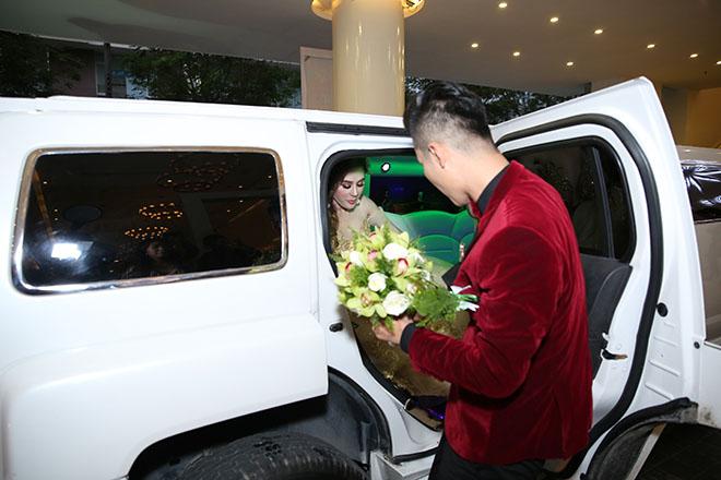 Dàn xe sang rước khách giá 30 tỷ đồng trong hôn lễ Lâm Khánh Chi ở Sài Gòn - 4
