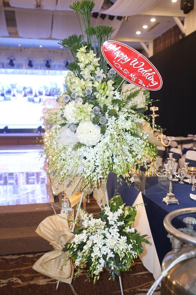 Dàn xe sang rước khách giá 30 tỷ đồng trong hôn lễ Lâm Khánh Chi ở Sài Gòn - 9