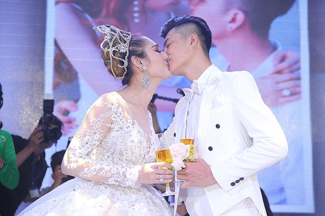Dàn xe sang rước khách giá 30 tỷ đồng trong hôn lễ Lâm Khánh Chi ở Sài Gòn - 14