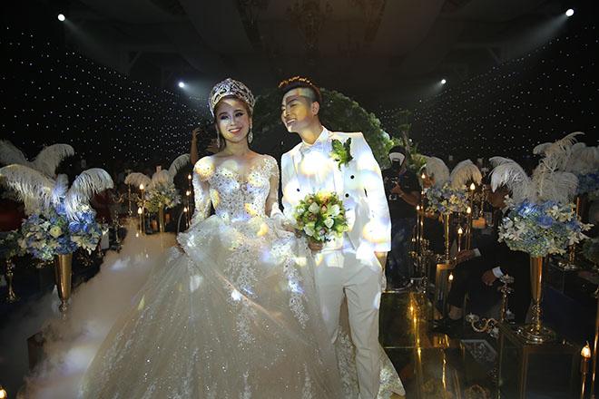 Dàn xe sang rước khách giá 30 tỷ đồng trong hôn lễ Lâm Khánh Chi ở Sài Gòn - 10