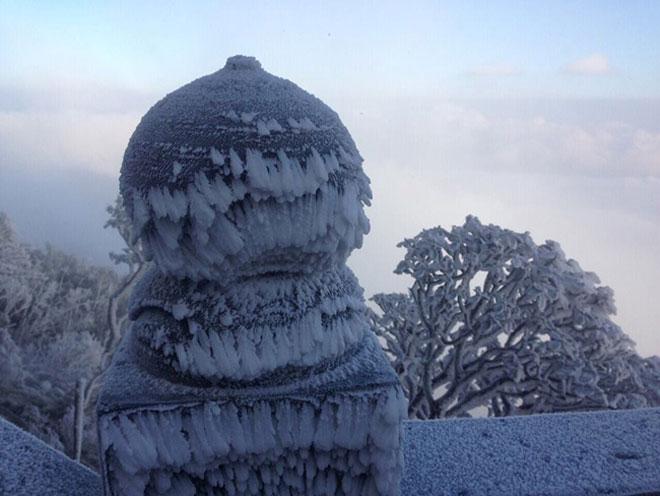 Clip: Tuyết bắt đầu rơi trên đỉnh Fansipan