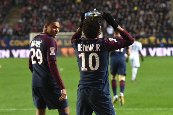 Choáng: Neymar ra tòa, dễ đi tù 5 năm khiến Barca và PSG lao đao - 3