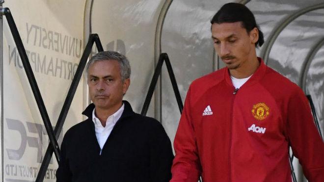 Họp báo MU - Stoke City: Mourinho bất ngờ khen Sanchez, vỗ về Ibra 6