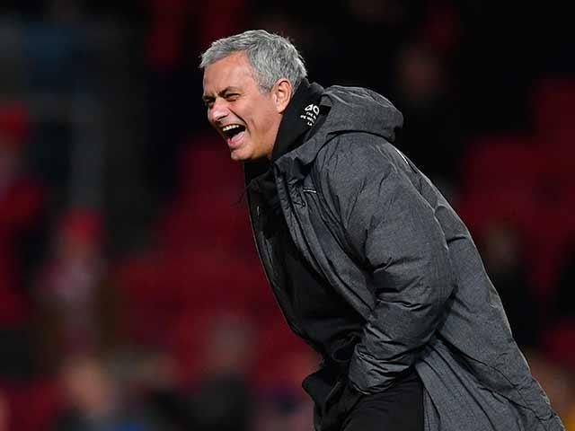 Họp báo MU - Stoke City: Mourinho bất ngờ khen Sanchez, vỗ về Ibra 7