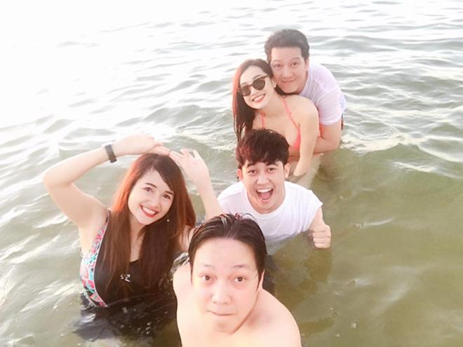 Trấn Thành, Trường Giang đi bơi với người thương và phản ứng trái ngược của fan - 8