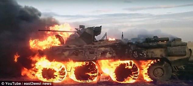 Lính Nga lỡ tay thiêu cháy tan tành xe bọc thép 500.000 USD - 2