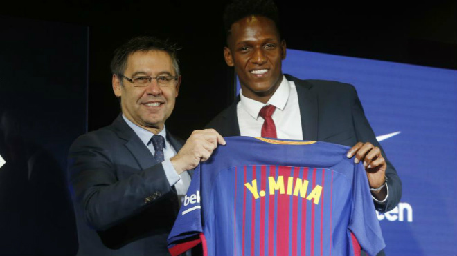 Barca: SAO 100 triệu euro đi chân đất ra mắt, nịnh Messi hết lời - 1