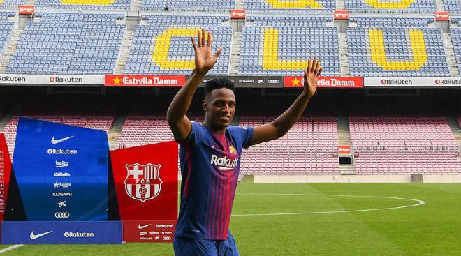 Barca: SAO 100 triệu euro đi chân đất ra mắt, nịnh Messi hết lời - 3