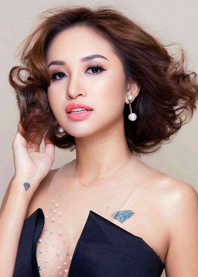 Cận cảnh hình xăm của 5 nữ MC dáng chuẩn, gợi cảm ở Việt Nam - 6
