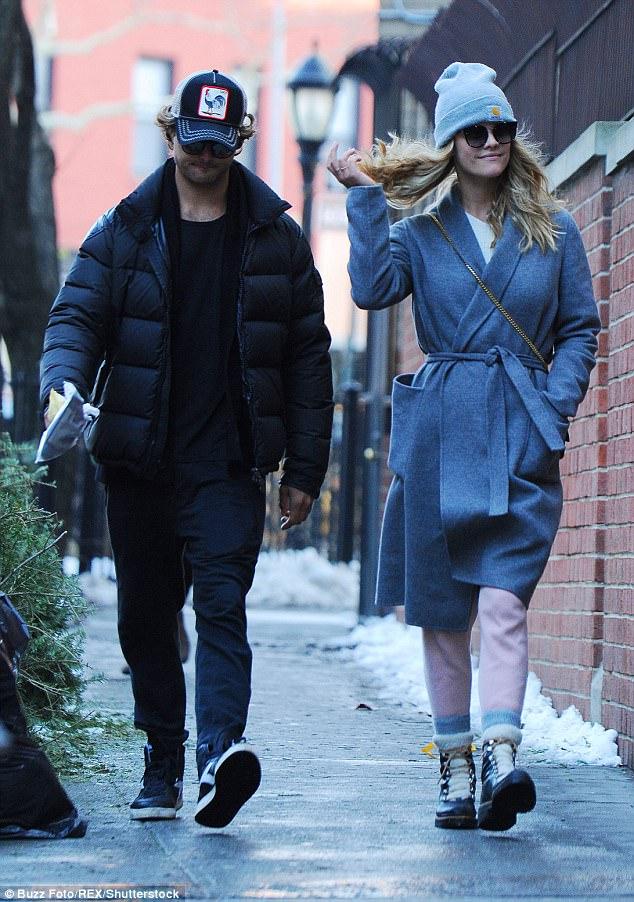 Ảnh bán khỏa thân gây bất ngờ của tình cũ Leonardo DiCaprio - 4