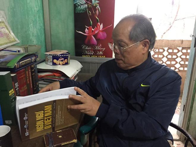 """[ Đòn hiểm của giáo sư ] PGS Bùi Hiền: """"Dùng chữ cải tiến bản quyền của tôi để xỏ xiên, chế nhạo, tôi sẽ kiện cho vỡ mặt"""".,"""