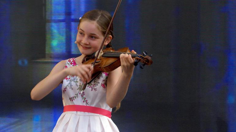 """Thần đồng âm nhạc 10 tuổi được mệnh danh là """"truyền nhân"""" của Mozart - 2"""