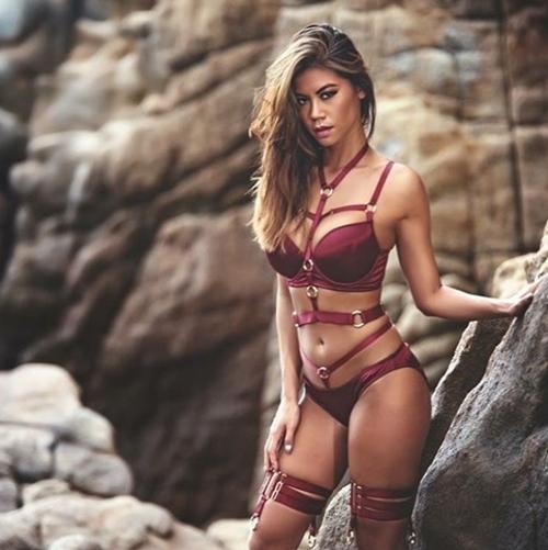 """Mẫu gốc Việt quá """"nóng"""" bày cách chụp nude không e ngại"""