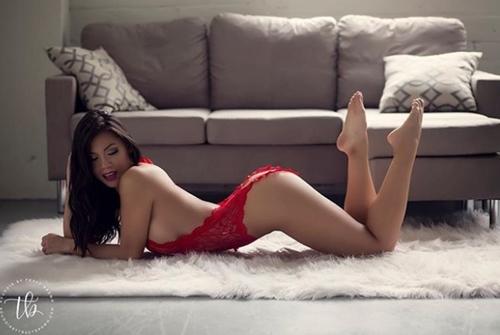 """Mẫu gốc Việt quá """"nóng"""" bày cách chụp nude không e ngại - 11"""