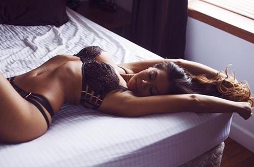 """Mẫu gốc Việt quá """"nóng"""" bày cách chụp nude không e ngại - 14"""