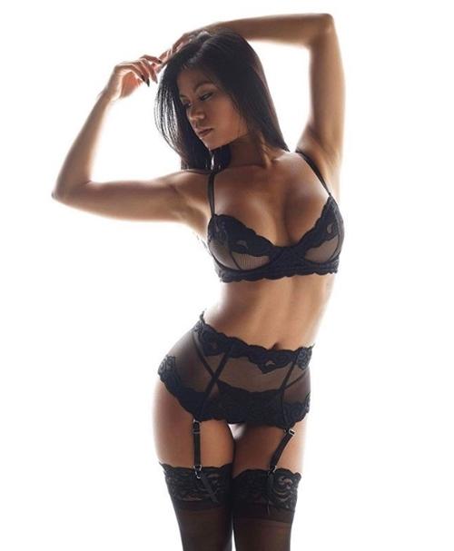 """Mẫu gốc Việt quá """"nóng"""" bày cách chụp nude không e ngại - 12"""