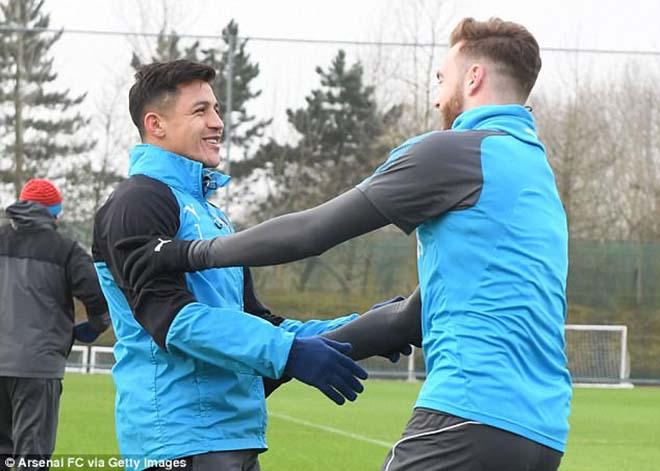 """""""Bom tấn"""" Sanchez - MU: Gia đình gấp gáp bay đến Anh, """"thầy"""" Wenger khuyên lời cuối - 3"""
