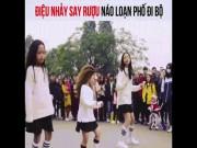 Bạn trẻ - Cuộc sống - 3 cô bé với điệu nhảy say rượu xôn xao phố đi bộ Hà Nội