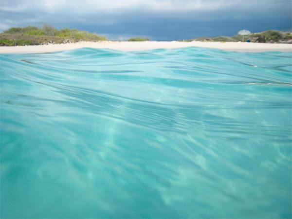 """""""Lịm tim"""" ngắm những bãi biển nước sạch nhất thế giới - 1"""