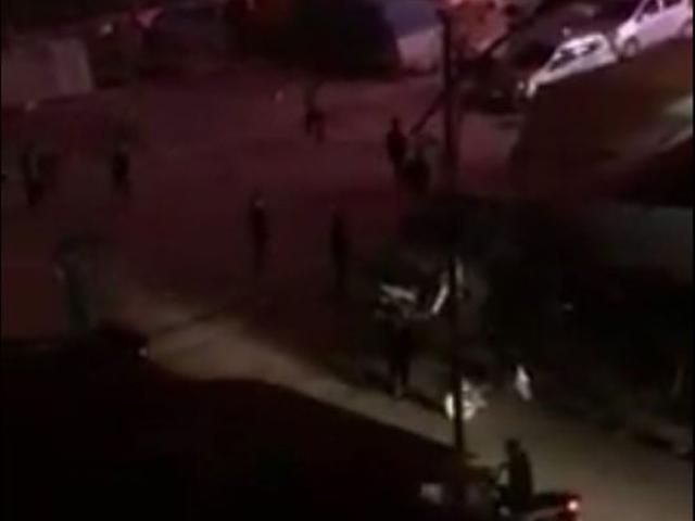 Clip: Nhóm thanh niên rượt đuổi, chém nhau kinh hoàng trong đêm
