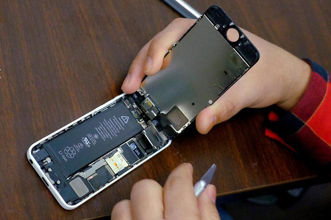 Sai sót này của nhân viên Apple có thể khiến pin iPhone bốc cháy khi thay thế - 1