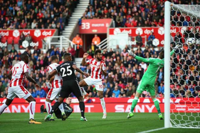 MU – Stoke: 3 điểm chào Sanchez, truy đuổi Man City 2