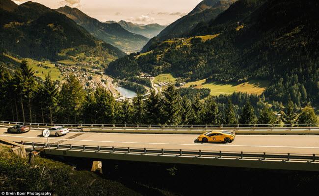 Lướt xe trên những cung đường đẹp và ngoạn mục nhất châu Âu - 7