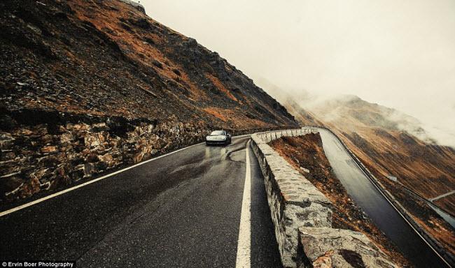 Lướt xe trên những cung đường đẹp và ngoạn mục nhất châu Âu - 4