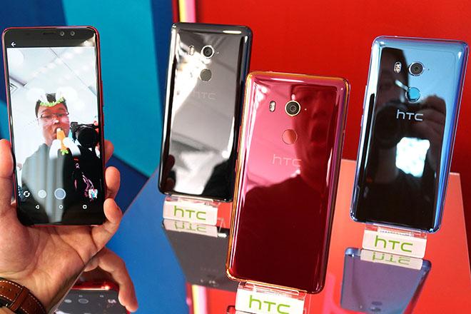 HTC U11 EYEs ra mắt với camera selfie kép, mở khóa khuôn mặt, giá bằng nửa iPhone X - 2
