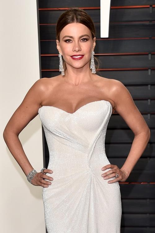 Đệ nhất mỹ nữ Colombia đẹp bất chấp tuổi tác nhờ...mẹ chồng - 2