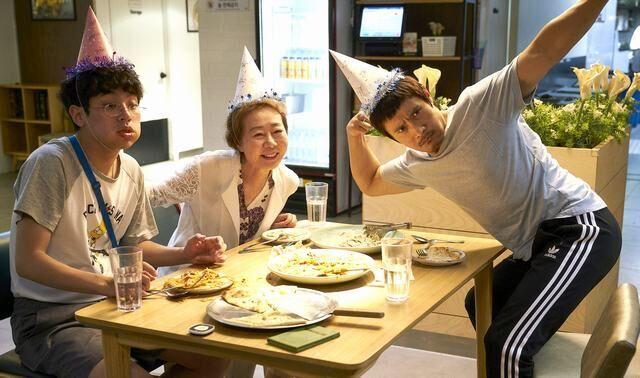 """Lee Byung Hun """"lột xác"""" bên cạnh cậu em trai đặc biệt - 2"""