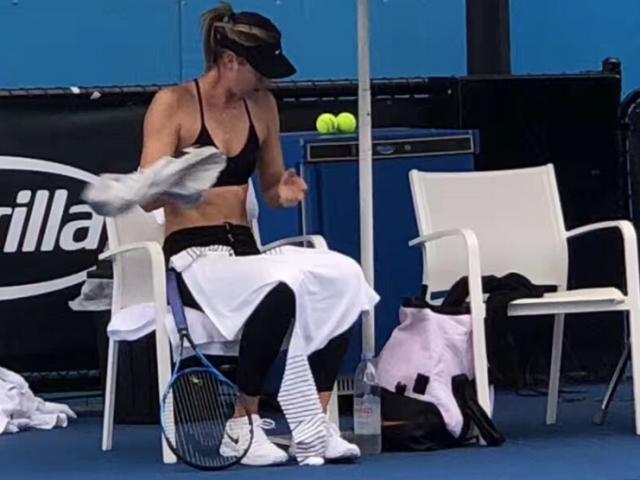 Hết hồn mỹ nhân Australian Open: Váy ngắn hững hờ, làm loạn vì chuối 7