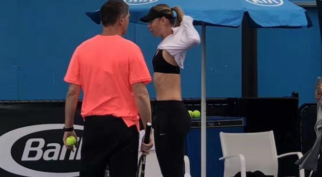 """Australian Open: Sharapova """"gây bão"""" cởi áo giữa thanh thiên bạch nhật 6"""