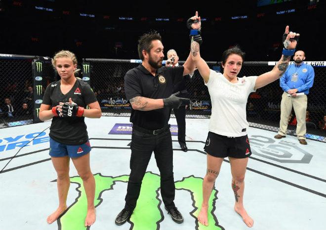 """Kinh sợ: """"Nữ thần"""" UFC đấm quá hăng, gãy tay vẫn chiến tiếp 2"""
