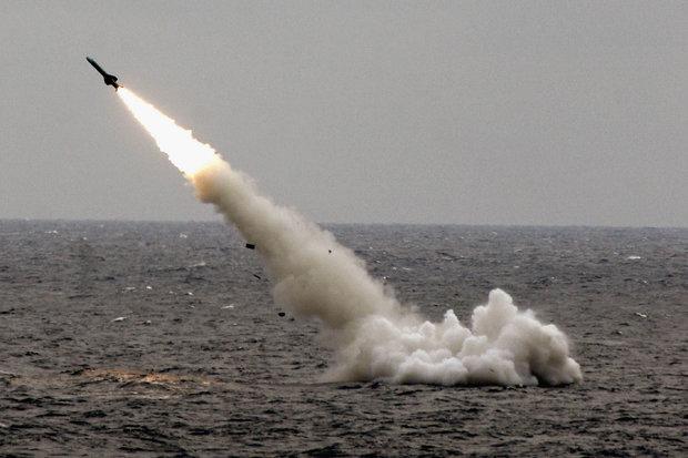Tàu ngầm tối tân Trung Quốc bơi sát căn cứ hải quân Mỹ