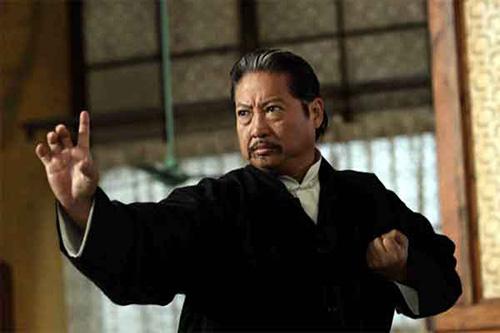 """Cuộc đời trăng hoa của hai """"ông béo"""" quyền lực nhất làng giải trí Hong Kong"""