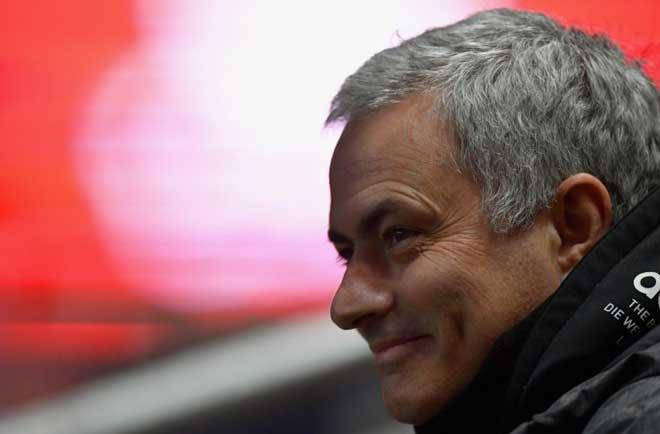 Chuyển nhượng MU: Mourinho đồng ý gia hạn, muốn có Chicharito - 1