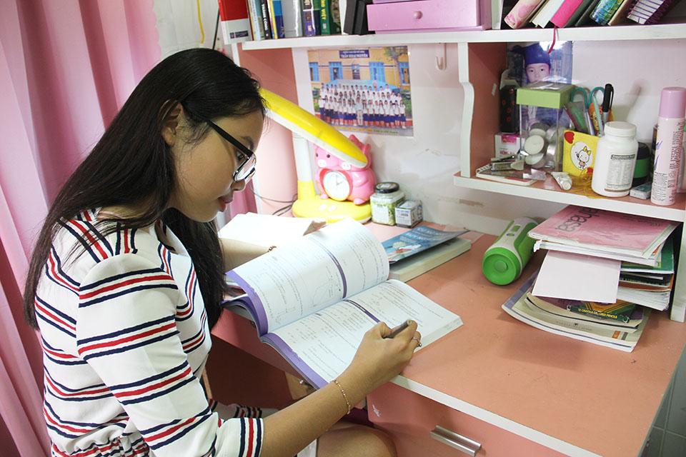 Nhà nhỏ được cơi nới, chứa hơn 1.000 bộ áo dài của Phương Mỹ Chi ở Sài Gòn - 2